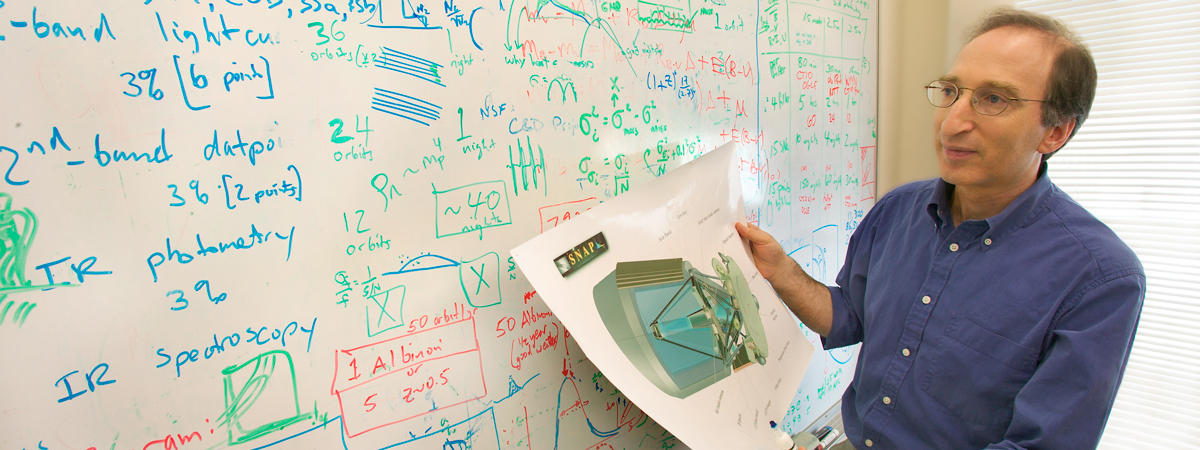 hero image: professor and Nobel Laureate Saul Perlmutter shows his whiteboard and design for the Gruber Prize